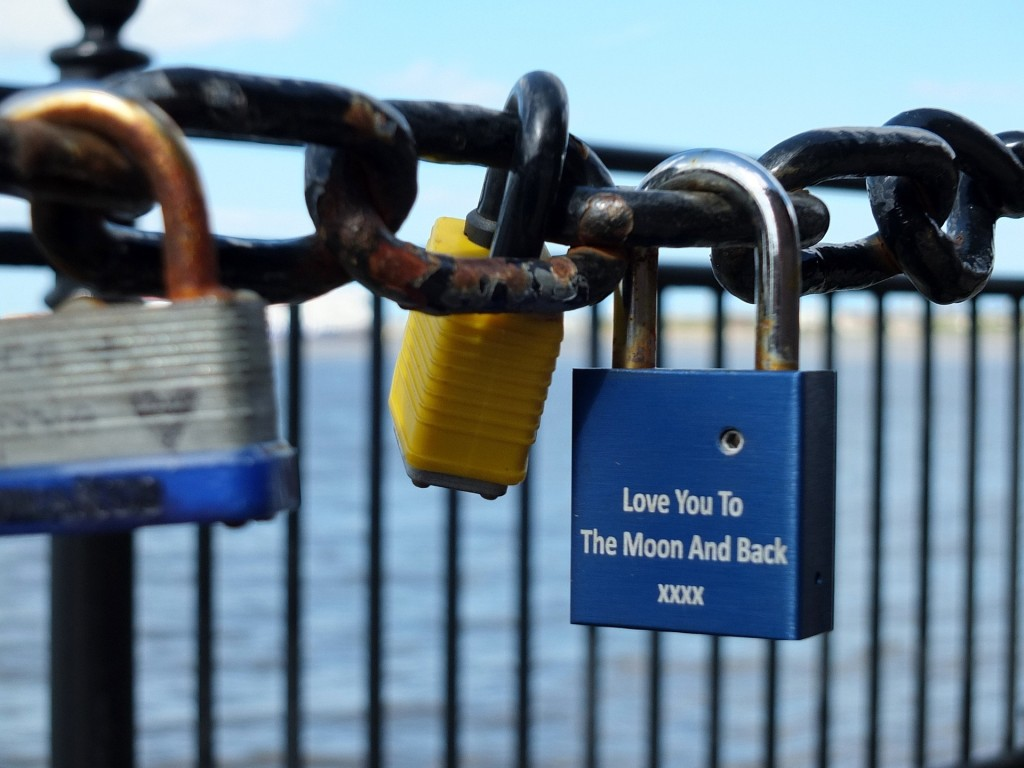 love-locks-815670_1920